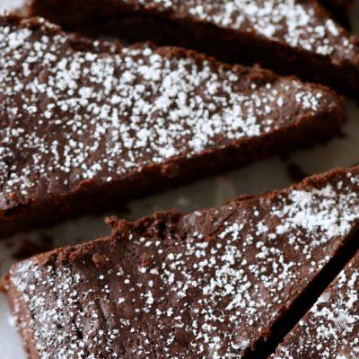 Шоколадов сладкиш - без шоколад ;)